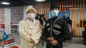 Öğrencilerimiz, yerel kıyafetleriyle ilgi odağı oldu.